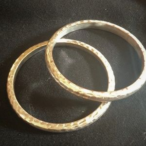 Set of 2 Hammered bracelets